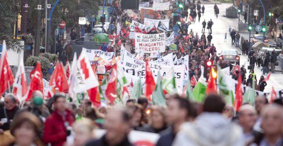 Manifestació a Alacant. 'No a les retallades en els serveis públics, depuració de responsabilitats en el Consell' 25/02/2012