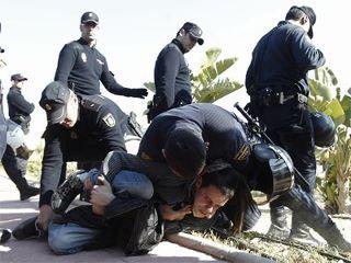 Detenció d'un estudiant. Protesta contra Camps 10/02/2012