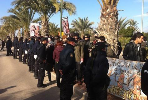 Cordó policial contra la protesta a Camps 12/02/2012